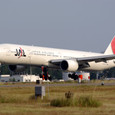 JAL B-777も隙間をぬって着陸!!
