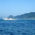 漁船と地島
