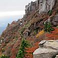 朝陽台見晴台の絶壁と紅葉