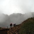 赤岳の西壁を見上げる