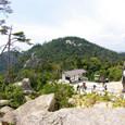 獅子岩から頂上駅と弥山山頂を眺める