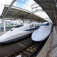 700系新幹線が並ぶよ