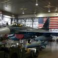 星条旗の前のF-2