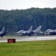 待機するF-16の4機