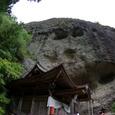 不動明王の本堂と岩屋