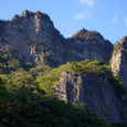 駐車場からの金洞山と屏風岩
