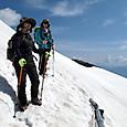 肩ノ小屋への雪渓キャンバー